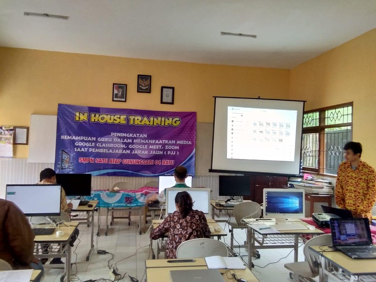 Instruktur Media Pembelajaran Online